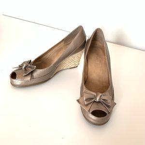ARESOLES gold wedge shoes